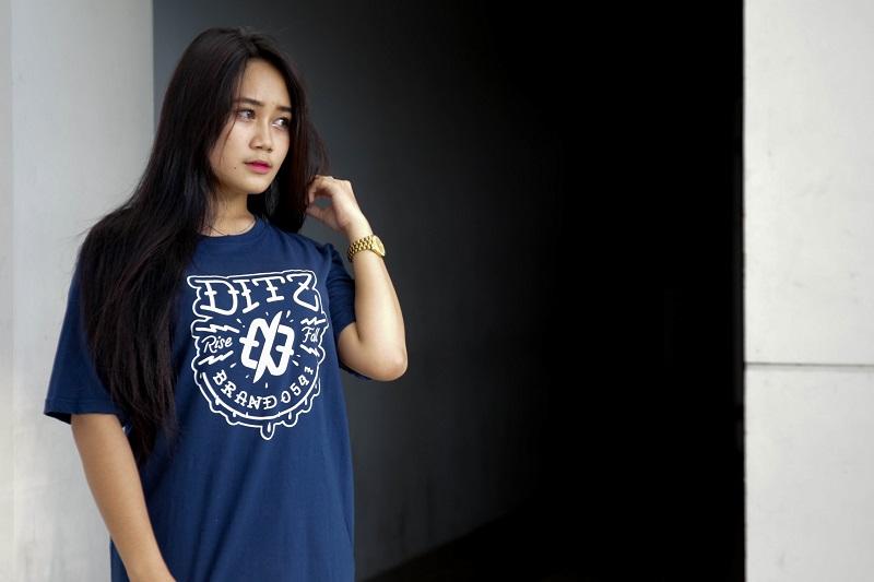 10 Keuntungan Membeli Kaos Distro Original Brand Lokal