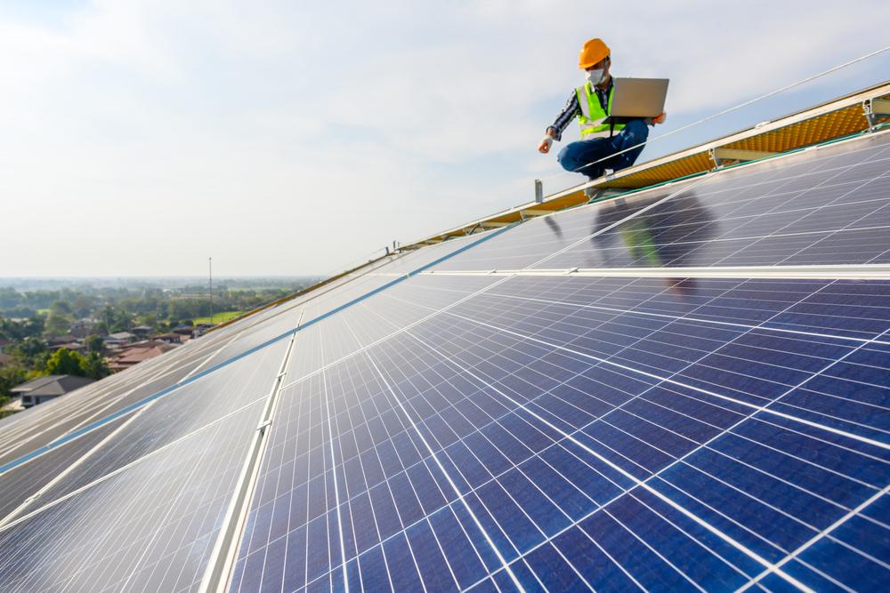Solusi Hemat Energi Terbarukan, Berikut Manfaat Pemasangan PLTS Atap